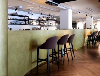 Novacolor Wall2Floor - mikrosementti + ZEUS - efektimaali hotellin aulabaari