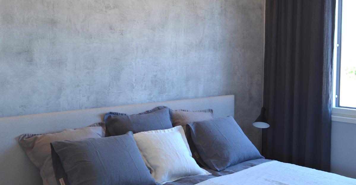 Novacolor Archi+ Concrete sisustuslaasti makuuhuoneessa