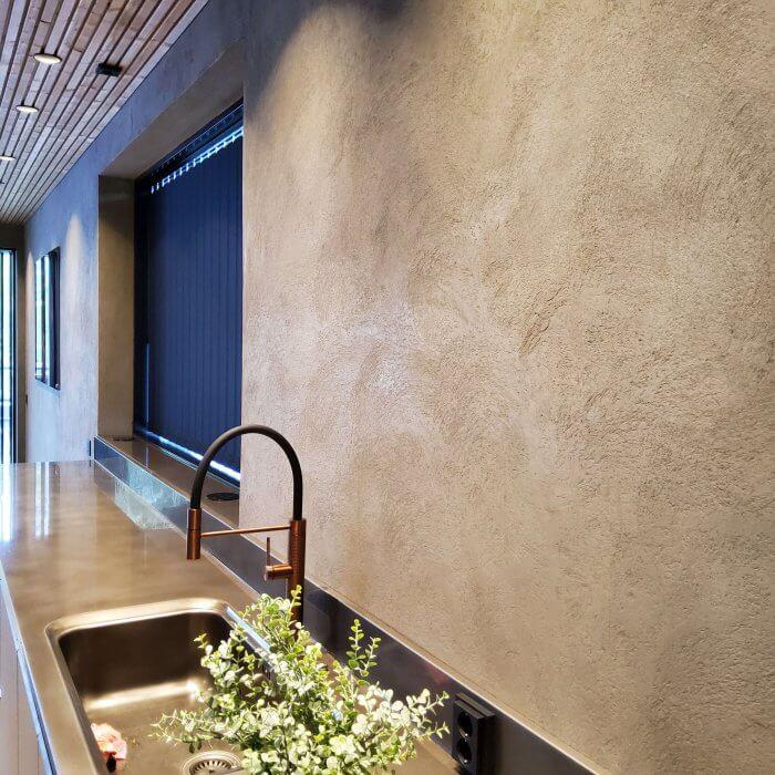 novacolor-archi-concrete-sisustuslaasti-talo-sensu-lohja-asuntomessut-2021-keittio-dekotuote